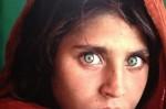 Арестуваха култовата афганистанка със зелени очи