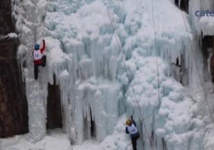 Катерене по замръзнал водопад