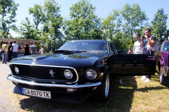 http://m.netinfo.bg/media/images/18021/18021750/r-651-488-retro-avtomobili.jpg