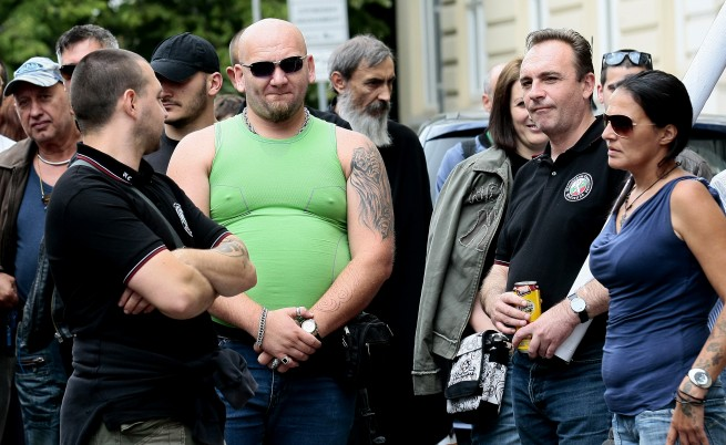 Протестиращ срещу гей парада в София