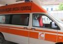 Шофьор на линейка ограби починал пациент