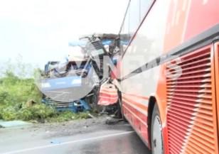 Автобус и тир се сблъскаха на пътя Сливен-Ямбол, има ранени
