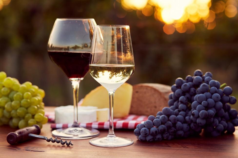 - Не всяко вино помага за доброто ни здравословно състояние. Червеното вино eвсеизвестно с антиоксидантните си свойства, които защитават сърцето...