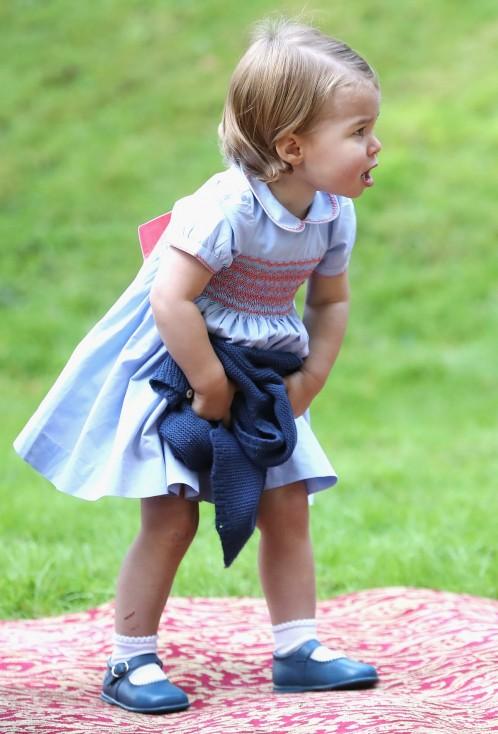 - Британската принцеса Шарлот проговори за първи път пред публика по време на посещението на родителите ѝ, херцозите на Кембридж Уилям и Кейт, в Канада...