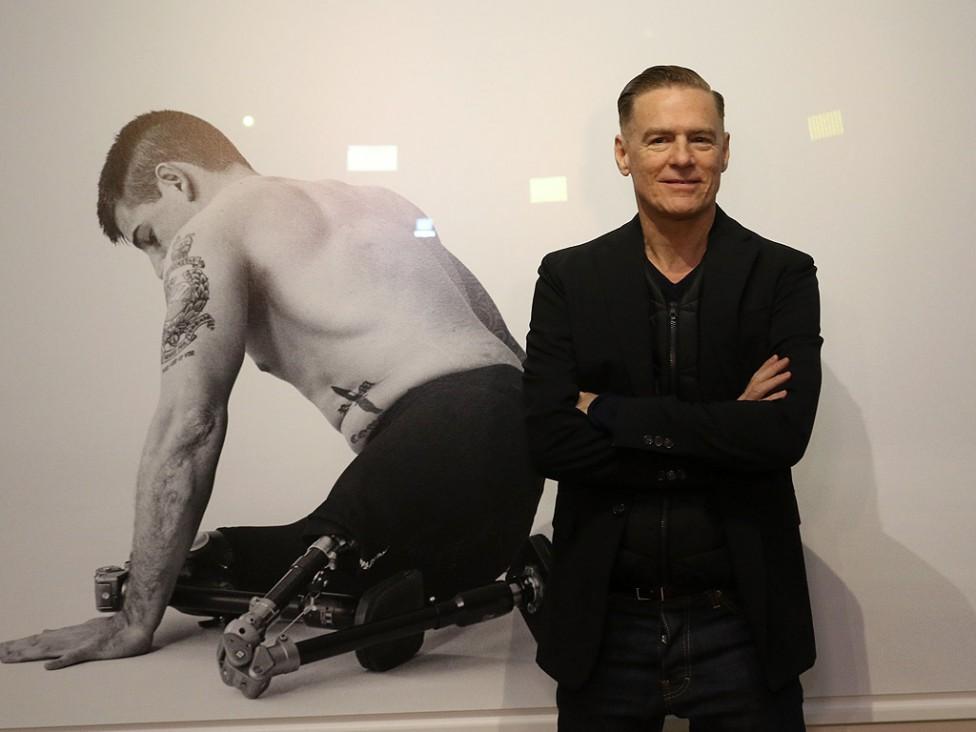 - Брайън Адамс откри лично фотоизложбата си Wounded/Exposed в столичната галерия Vivacom Art Hall