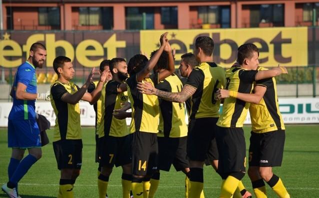 Ботев с група от едва 16 футболисти за Черно море
