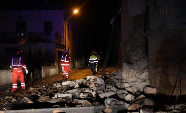 Трети трус в Италия, срина църква, сгради и пътища, има ранени