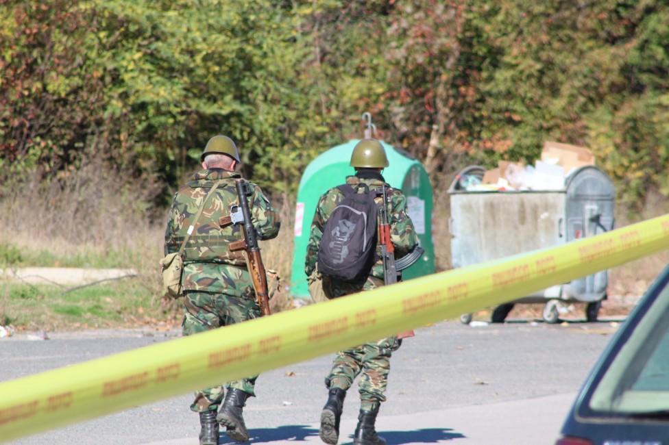 - Съвместно учение между полиция, пожарна и военни се проведе в Казанлък. Темата бе терористичен акт на градския стадион.