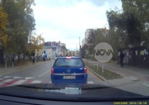 На косъм от инцидент на пешеходна пътека