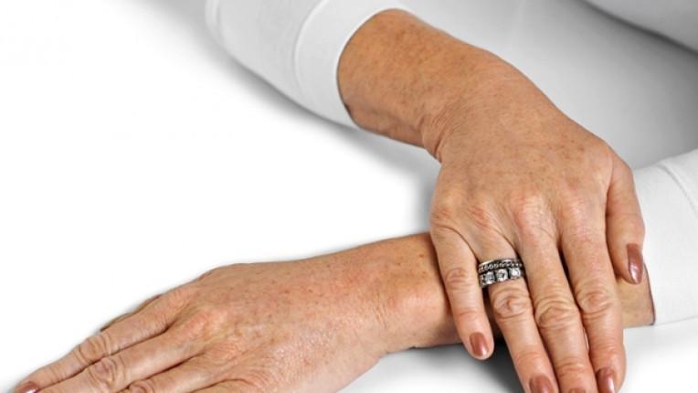 ръка възраст пръстен маникюр