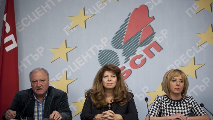 Димитър Дъбов, Мая Манолова и Илияна Йотова на пресконференцията на Позитано 20