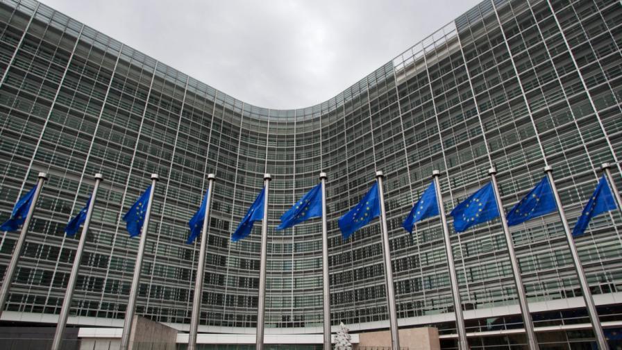 Докладът на ЕК: Напредъкът е слаб и крехък, остават и много проблеми