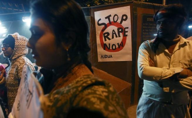 В Индия изнасилиха групово жена за наказание