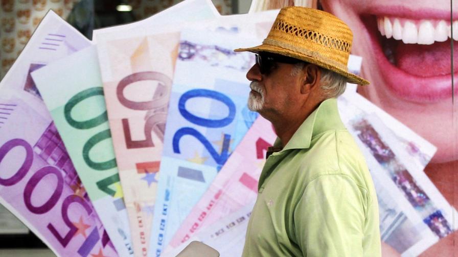 """""""Стандарт"""": В чужбина работят повече българи, отколкото у нас"""