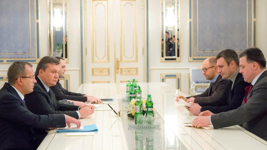 Украйна: Oпозицията и властта продължават преговорите