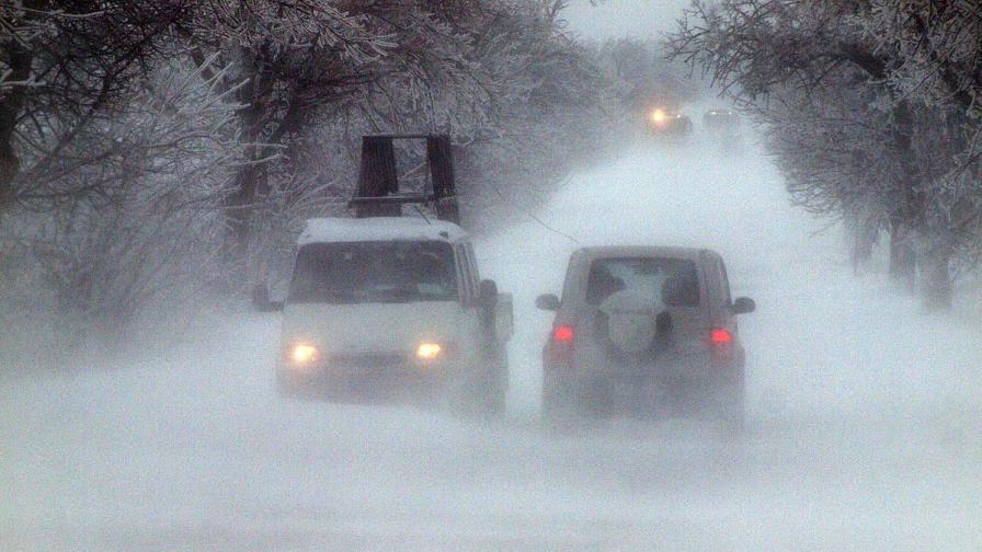 Снегът затвори всички пътища в Област Силистра