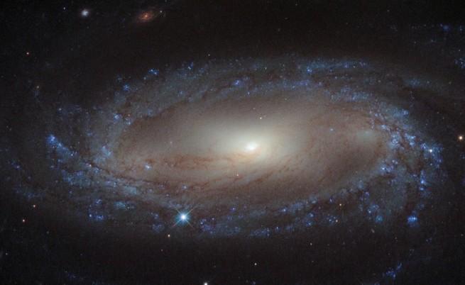 Астрономи изучават най-стария галактически прах във Вселената