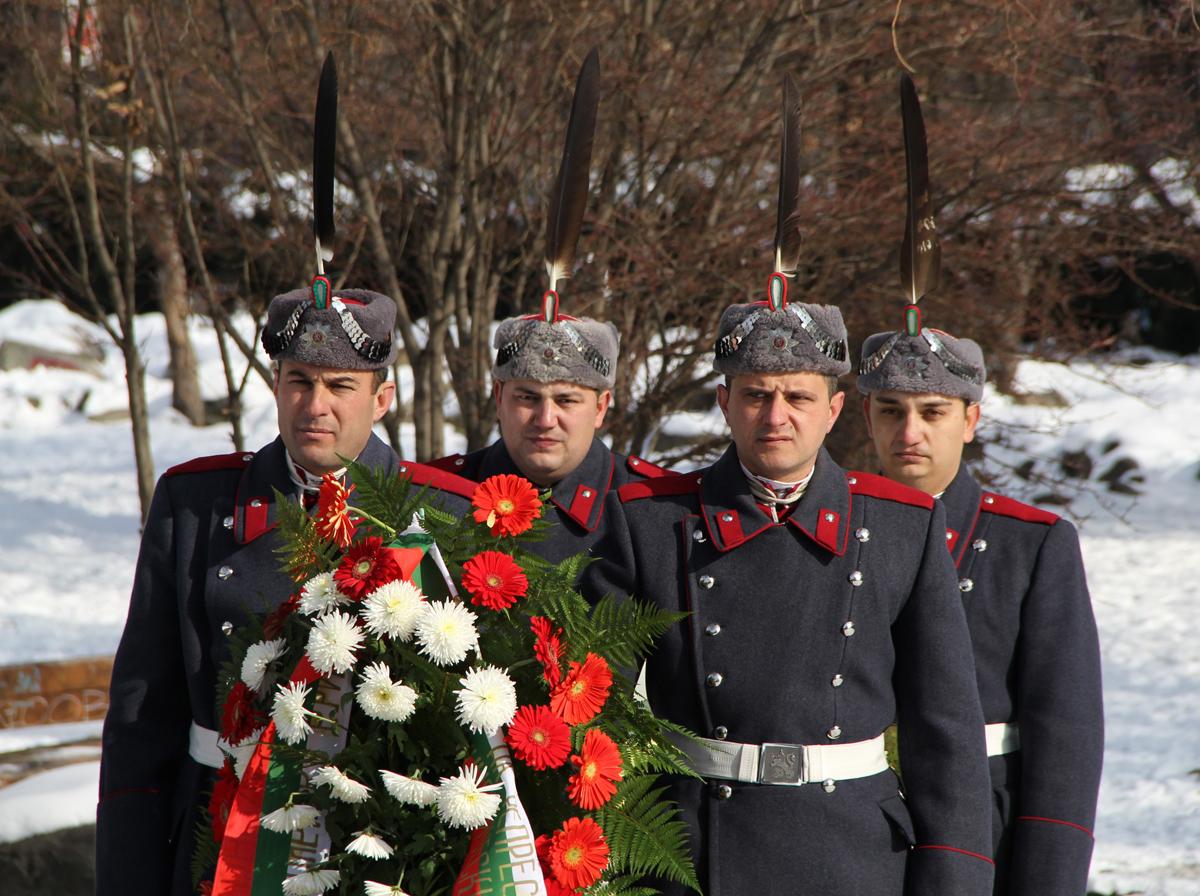 Стотици българи се събраха днес, 1 февруари 2014 г., за да отдадат почит към жертвите на комунизма и тоталитаризма