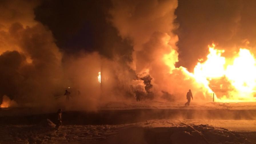 Композиция с газ дерайлира край руския град Киров, избухна огромен пожар
