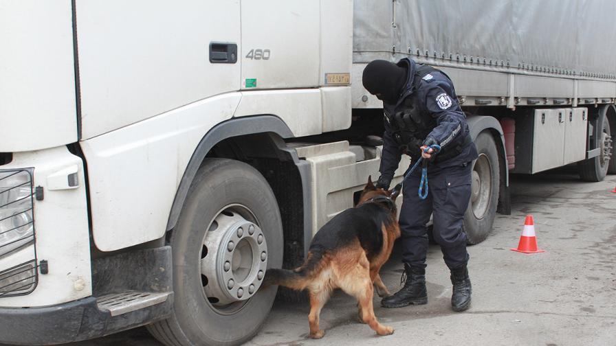 Задържаха над 55 хил. фалшиви артикула на митницата в Пловдив