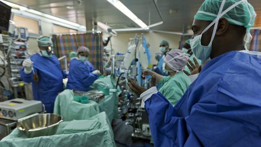 Умни очила ще помагат на хирурзи да виждат рака