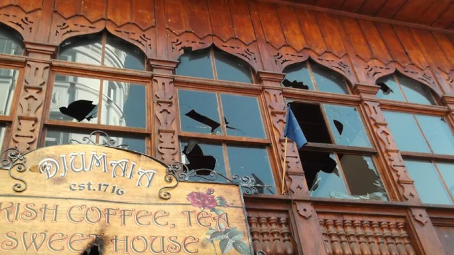 Разрушения след днешните протести в Пловдив