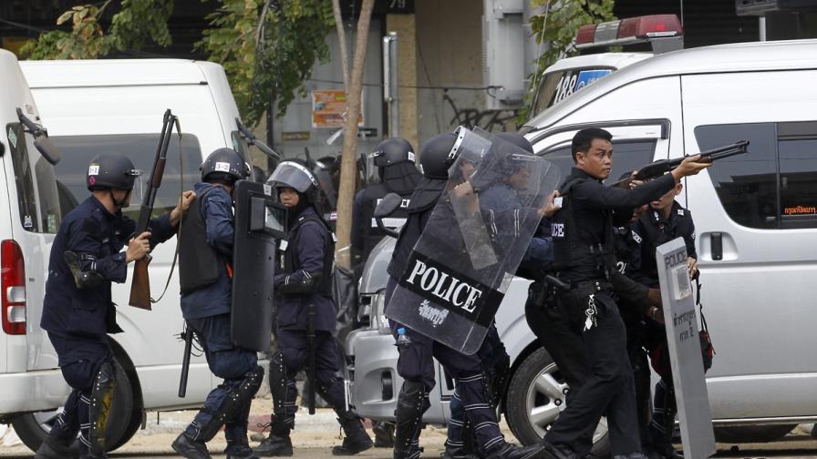Жертви и десетки ранени при сблъсъци в Банкок