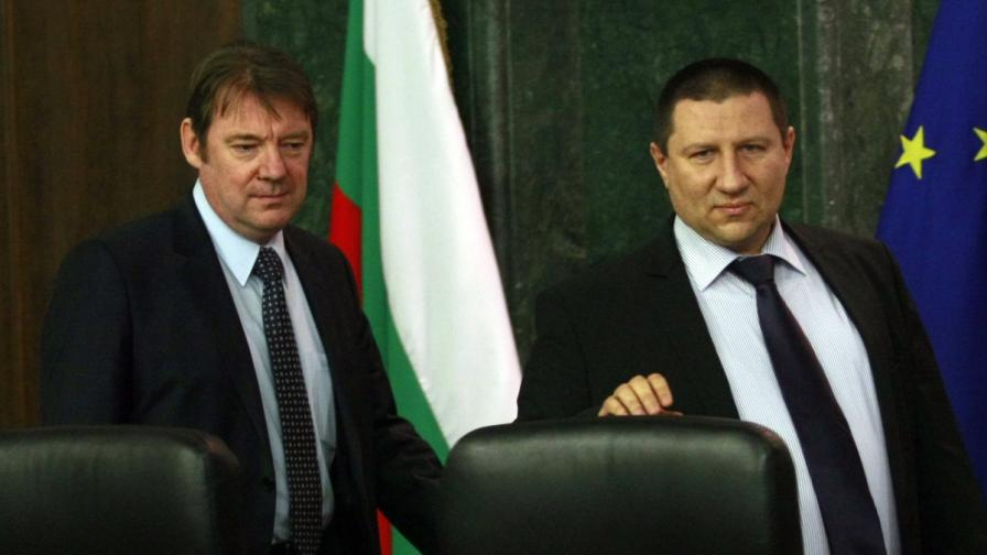 Шефът на ДАНС Владимир Писанчев и зам.-главният прокурор Борислав Сарафов (д)