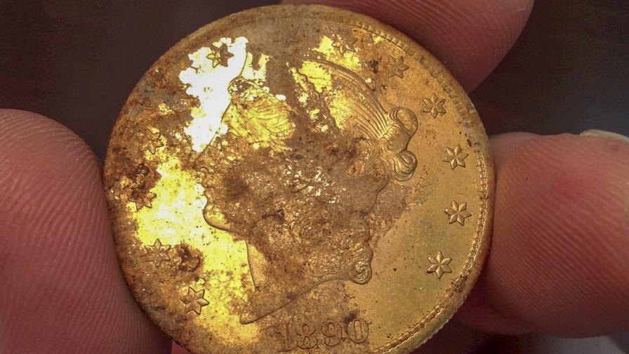 Съпрузи в Калифорния откриха заровено златно съкровище за 10 млн. долара