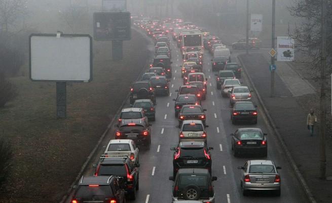 Първа вълна от прибиращи се коли след празниците