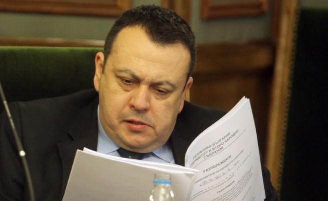 Дебатите за Сметната палата свършиха с наказан депутат от ДПС