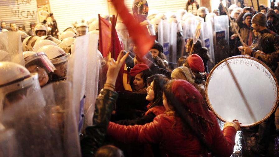 Осмомартенски протест срещу убийствата на жени в Турция