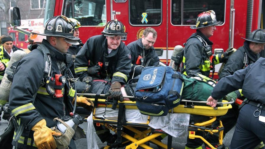Двама пожарникари загинаха, 18 ранени при пожар в САЩ