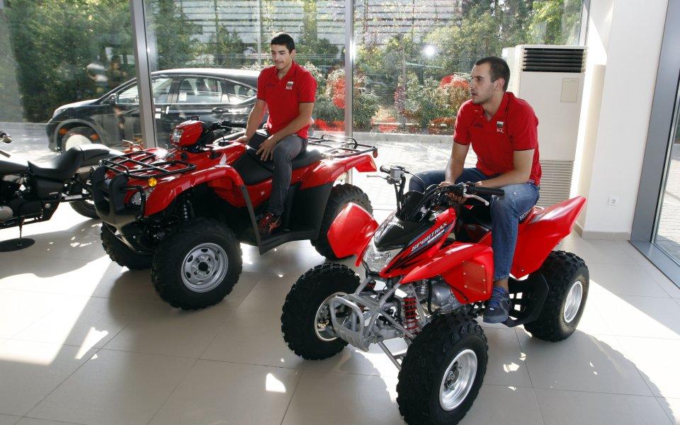 Вальо Братоев, Тодор Алексиев и Георги Манчев изпробваха моделите на Хонда