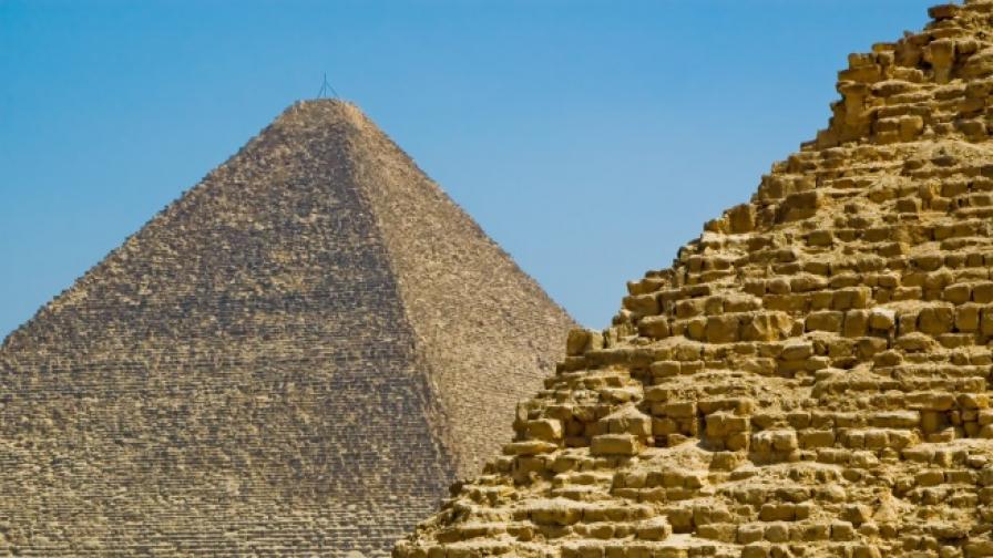 Археолози откриха в Египет гробница с пирамида на входа