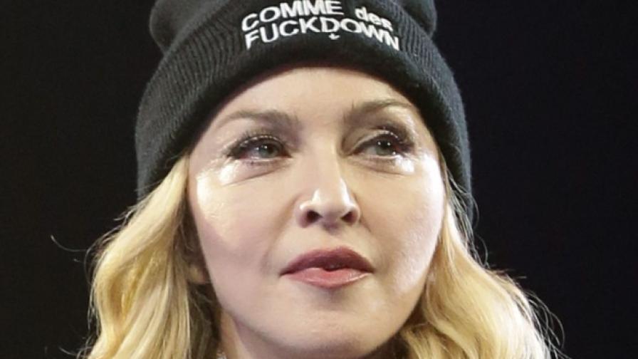 След псувните и заплахите на Мадона - хората са бесни