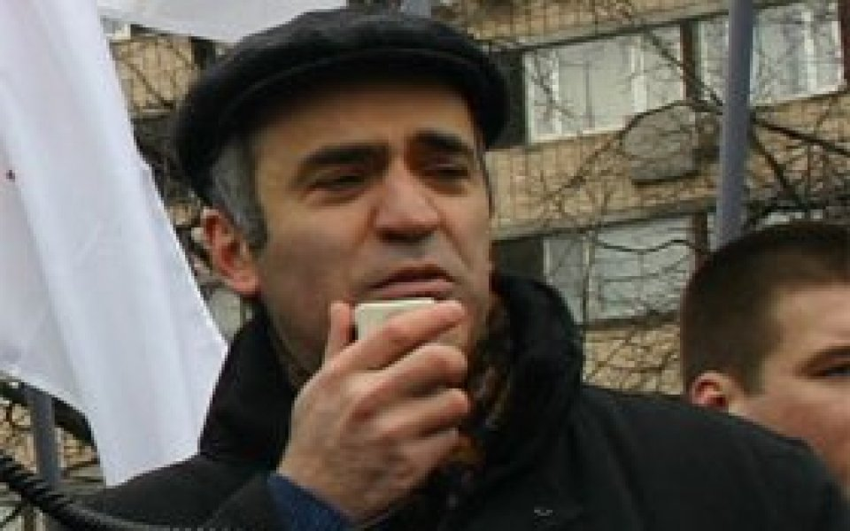 Санитари опитаха да вържат Каспаров в усмирителна риза