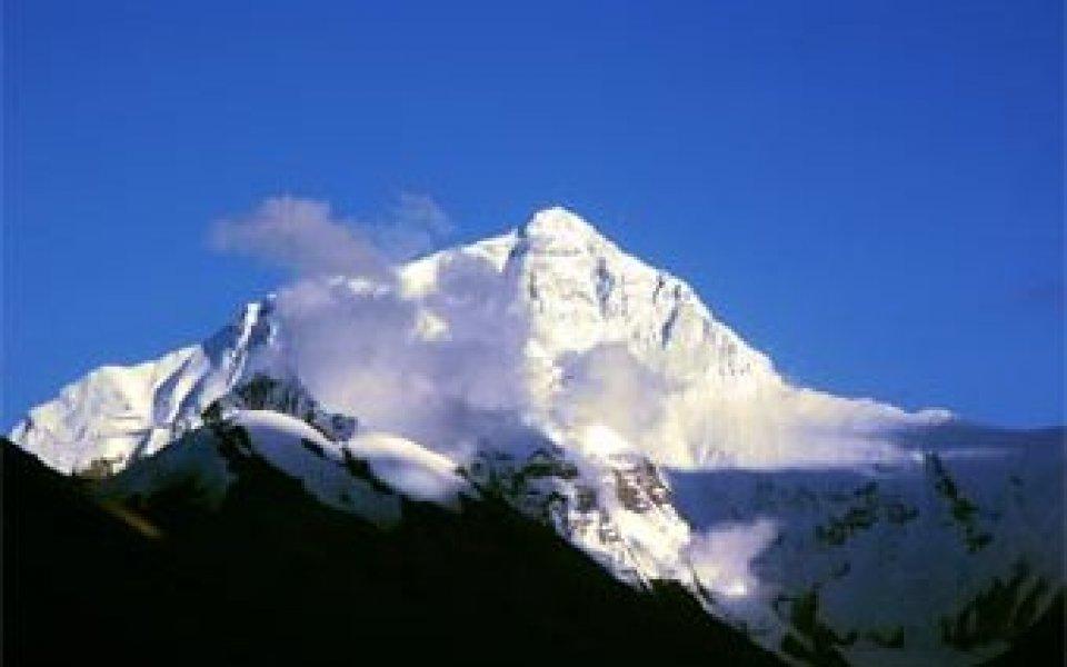 25 военни и полицаи ще пазят огъня на Еверест