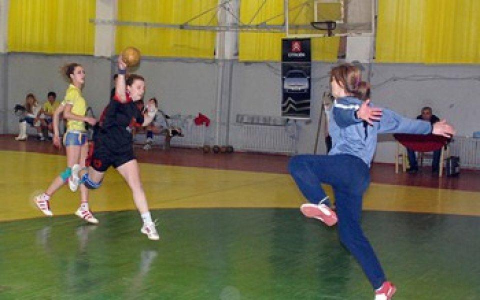 Хандбалистките на Локомотив спечелиха 3-я мач
