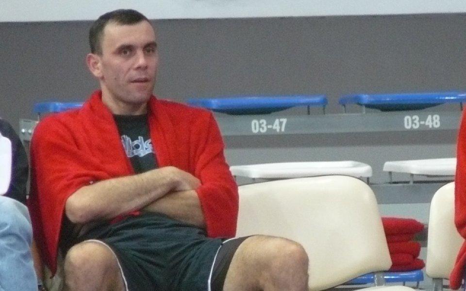 Полицията спаси Тодор Стойков, няма да ходи пеша