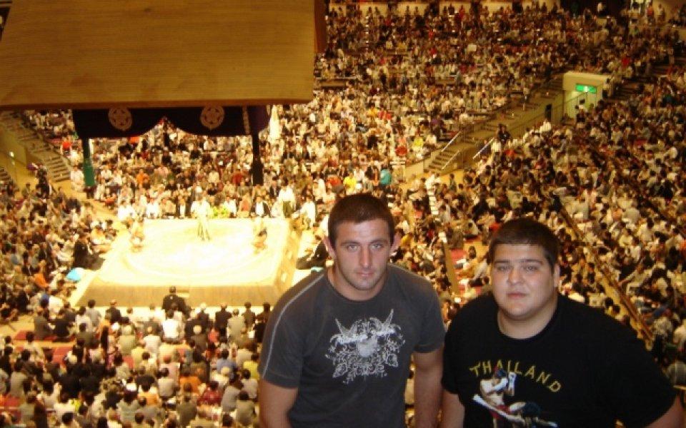 Младите видяха как Аойяма и Котоошу мачкат гиганти
