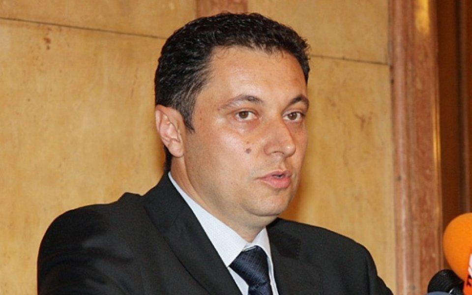 Яне Янев привика футболните босове на среща