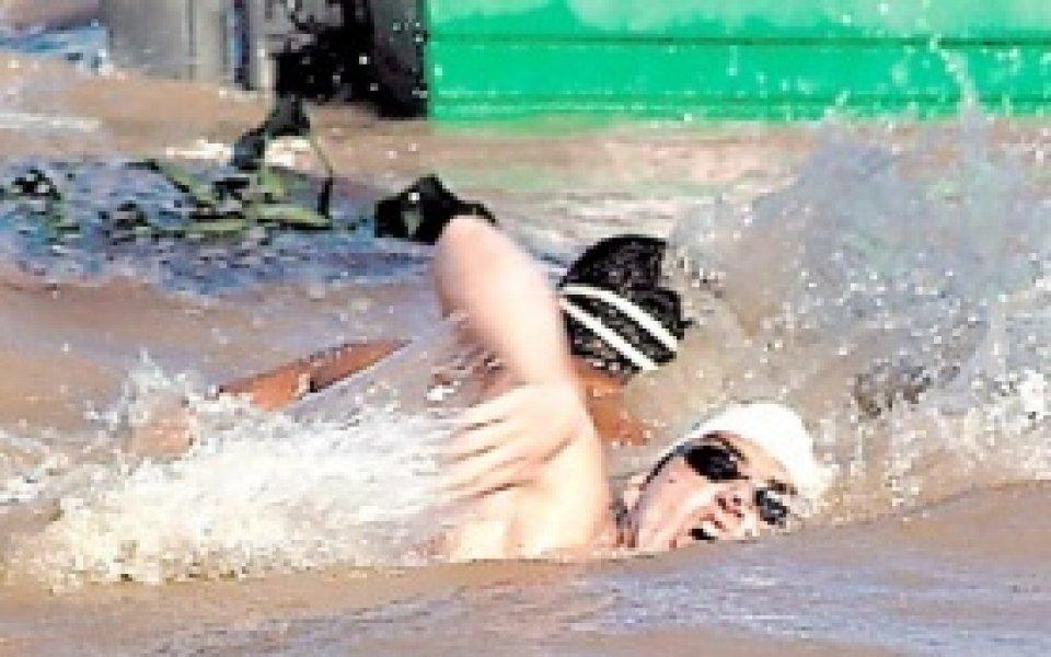 Петър Стойчев подкрепя ученическо състезание по плуване срещу затлъстяването