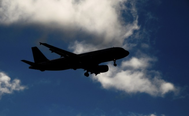 Руски военен самолет почти се сблъска с пътнически