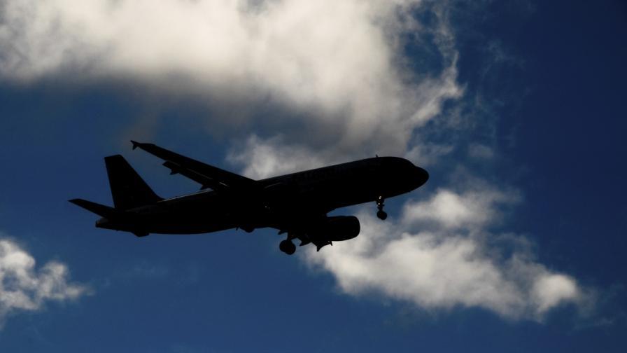 Алжирски самолет със 116 души на борда се разби в Мали
