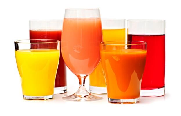 <p>Болкоуспокояващи и газирани напитки. Смесването им води до повишаването на нивото на лекарството в кръвта и действието му не може да бъде контролирано.</p>