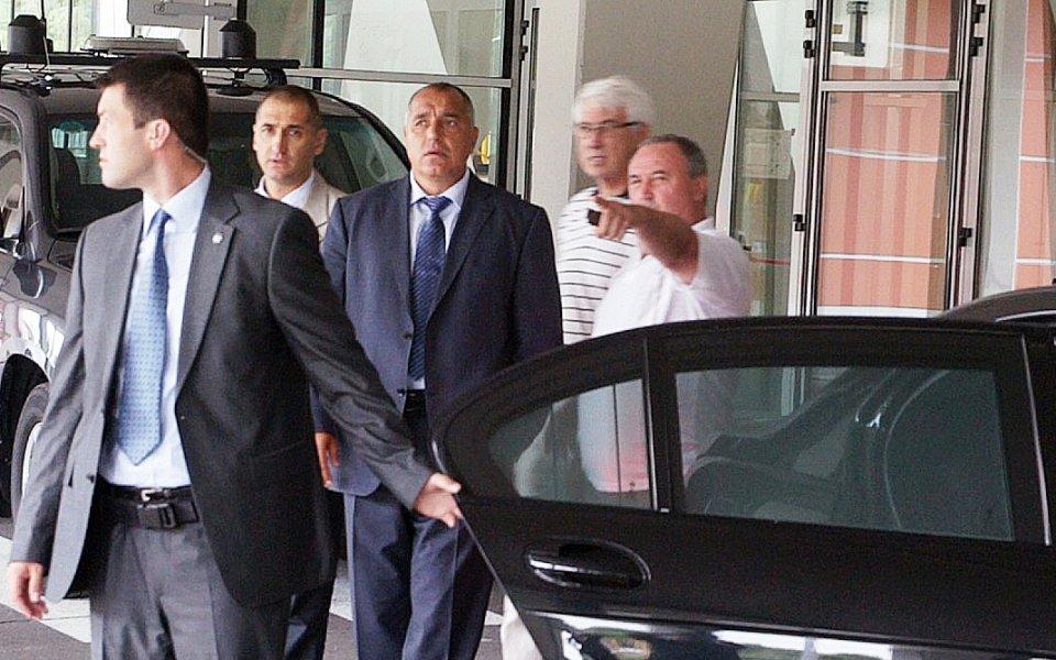 ВИДЕО: Премиерът видя цветните статуи, Фандъкова прави и спирка до новата зала