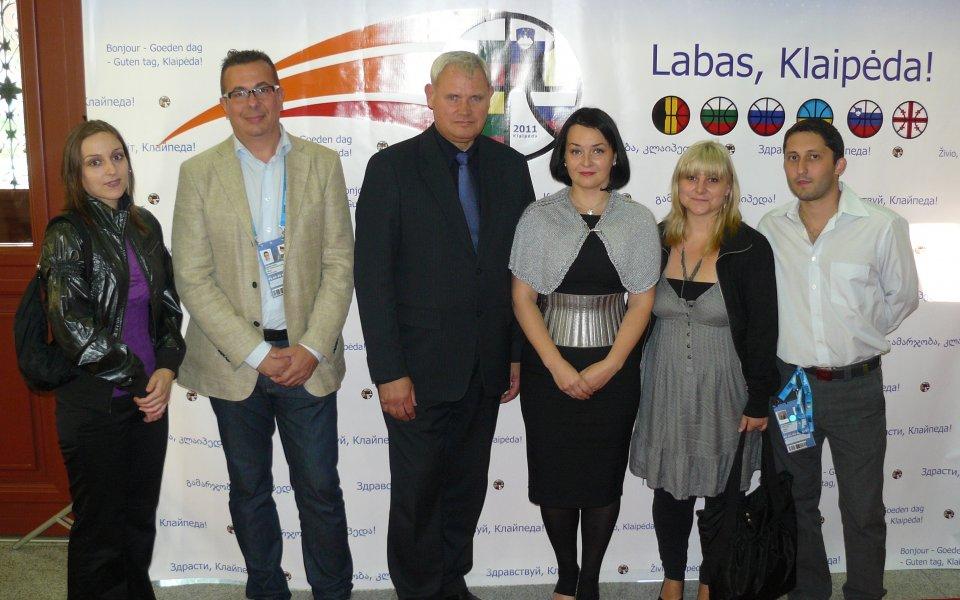 ВИДЕО: Кмет с тромпет посрещна екипа на Гонг в Клайпеда