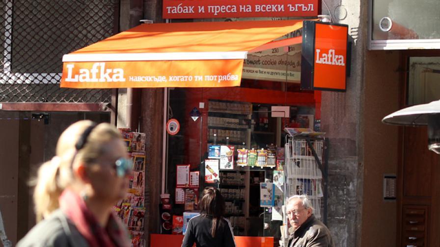 """Бързорастящата верига за продажба на цигари и вестници """"Лафка"""" се свързва с името на Делян Пеевски, чието семейство доскоро официално притежаваше 5 вестника"""