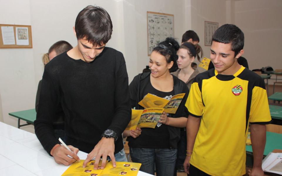 СНИМКИ: Наско Курдов се върна в училище